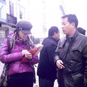 Local reporter interview WRIC's volunteer in Huibei.