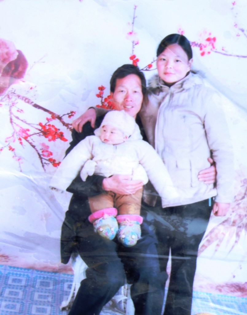 A family portrait of Yang Libing, his wife Cao Zhimei and their daughter before his elder daughter was snatched away by the Family Planning Office. Like other local peasants, Yang Libing hadn't gone through the registration procedures on time after he got married and had children.