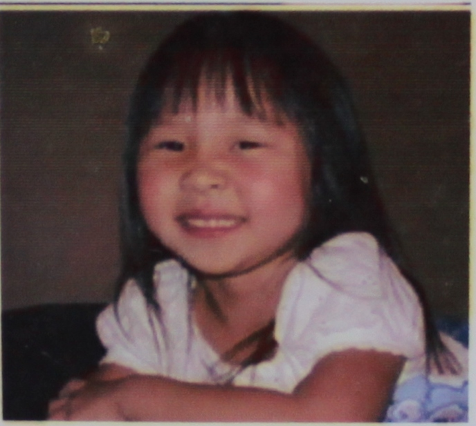 Zeng Youdong has one twin daughter in the East and one in the West. The older daughter was taken and kidnapped. Now she has been adopted by an American family. Pictured in the photo is the older twin sister after years of living in the United States.